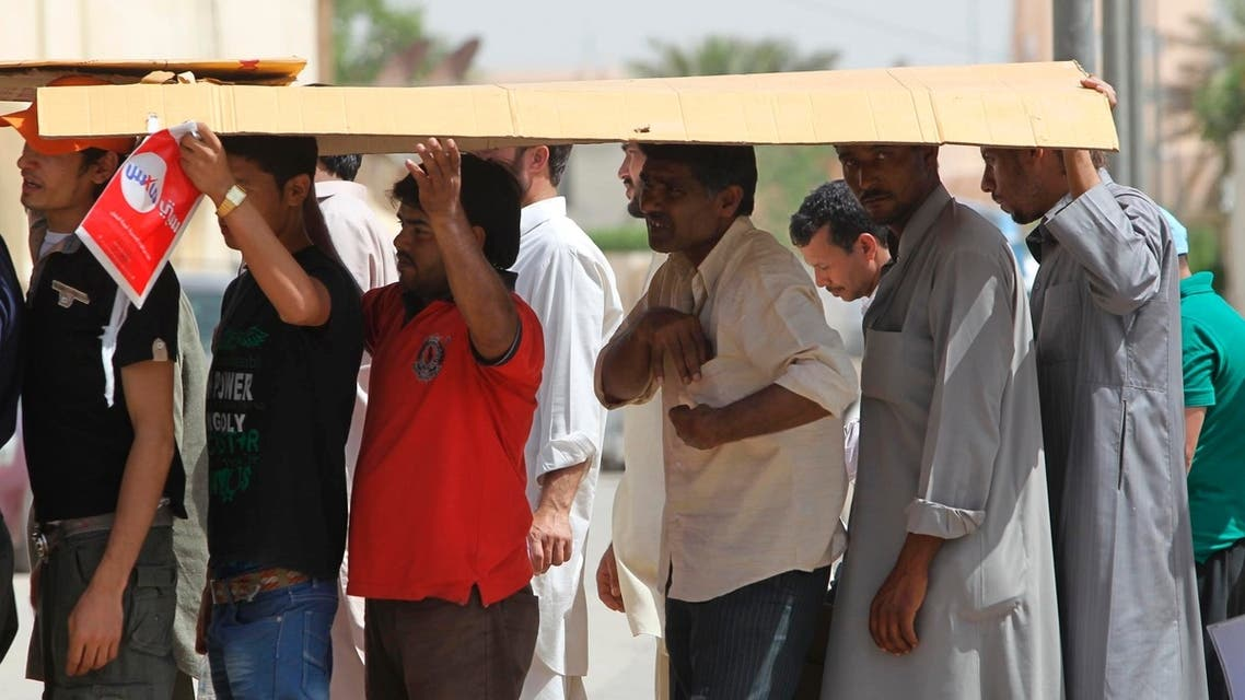 Illegal immigrant workers wait in line at the Saudi immigration offices at the Alisha area, west of Riyadh, in May 2013. (File photo: Reuters)