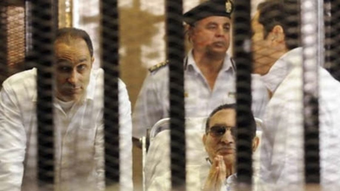 Former Egyptian president Hosni Mubarak (C) sits with his sons Gamal (L) and Alaa (R) inside a cage in a courtroom at the police academy in Cairo April 13, 2013. (Photo: Reuters)