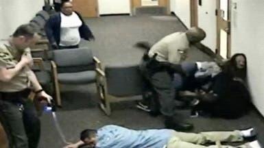 الشرطة تستخدم الصاعق الكهربائي لفضّ نزاع بمحكمة أميركية