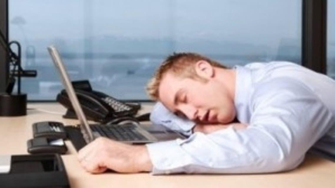 موظف مصرف نائم