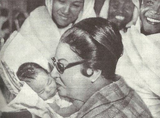 This picture shows Egyptian diva Umm Kolthoum kissing a baby girl. (Photo courtesy: Facebook)