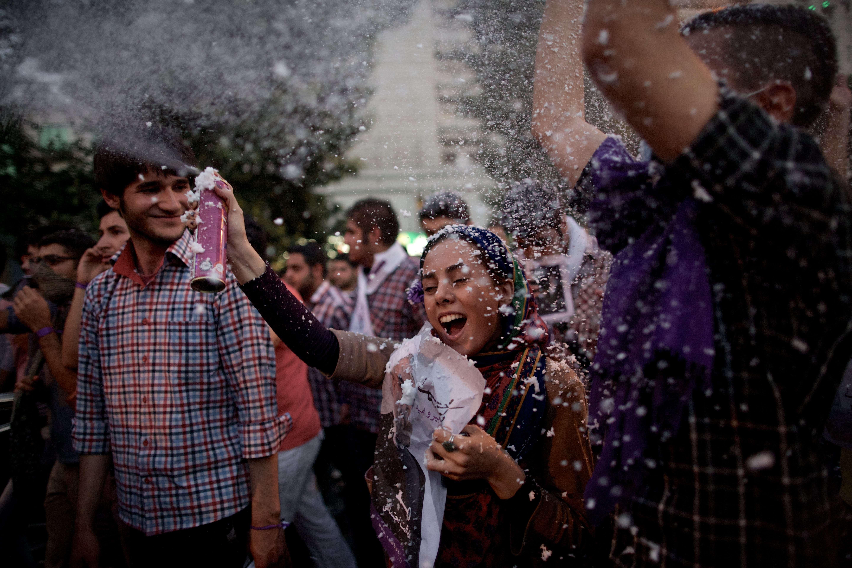 فرحة بعد انتخاب روحاني