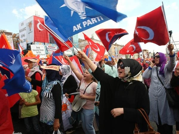 تركيا.. بلبلة في الحزب الحاكم ومستقبل أوغلو على المحك