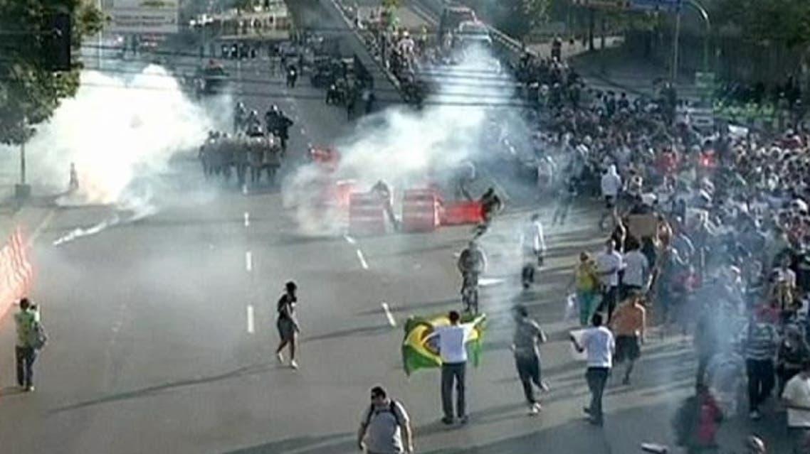 متظاهرون ضد فيفا والمنتخب البرازيلي