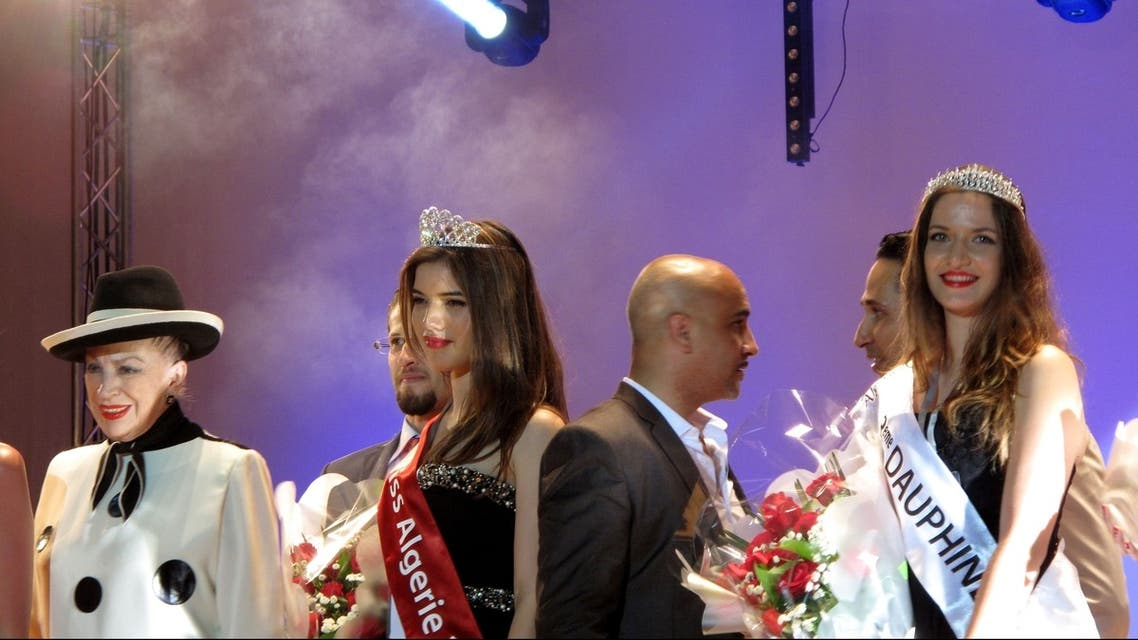 Rym Amari, Miss Algeria 2013, (C) stands with French beauty contest organiser Genevieve de Fontenay (L) and one of the runners-up at the end of the beauty pageant in the western city of Oran late on June 21, 2013. (AFP)