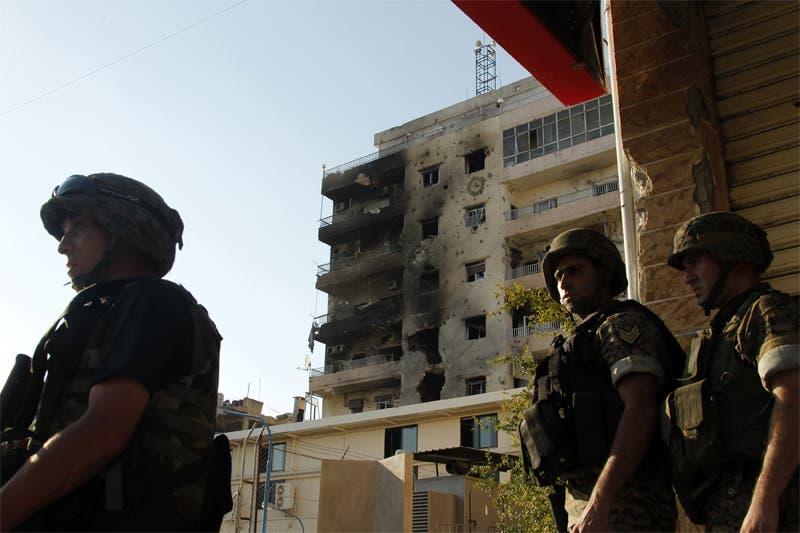 عناصر من الجيش اللبناني بعد السيطرة على المربع الأمني