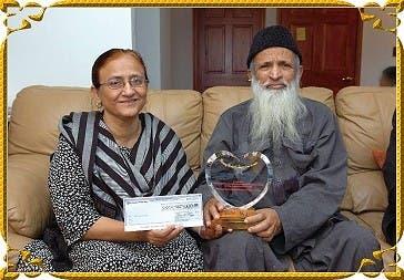 مرحوم عبدالستار ایدھی کی اپنی اہلیہ بلقیس بیگم کے ساتھ ایک یاد گار تصویر۔ فائل
