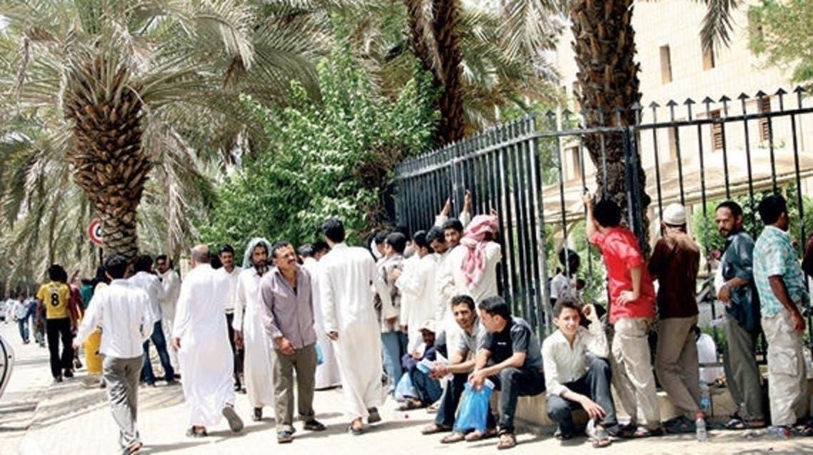 عمالة يمنية أمام سفارتها في الرياض