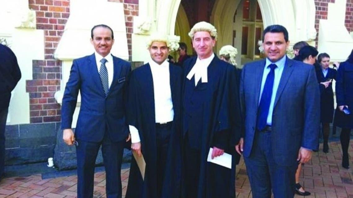 المحامي الودعاني يتوسط القنصل السعودي والملحق الثقافي