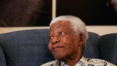 """100 عام على ميلاد مانديلا.. """"يد بيضاء"""" قهرت العنصرية"""