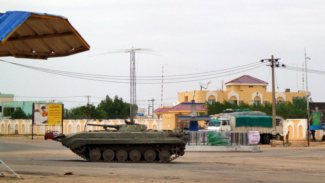DAR500 - Nyala, -, SUDAN : CORRECTION: IDENTITY OF TANK A Sudnaese military tank is stationed near a Sudanese security facility in the city of Nyala, in the Darfur region, on July 4, 2013