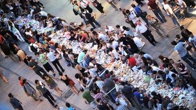 متظاهرون أتراك يفطرون أول أيام رمضان في منتزه غازي