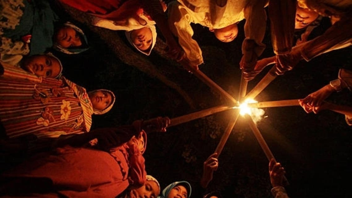 Children light torches before they march through a street to mark the end of the Muslim fasting month of Ramadan in Indonesia. (File photo: AFP)