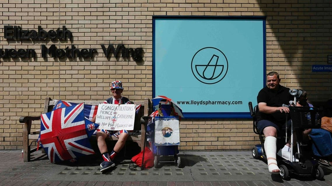 Royal fan Terry Hutt waits outside the door to the Lindo Wing of St Mary's Hospital, where Britain's Catherine, Duchess of Cambridge is due to give birth her baby in London July 12, 2013. (Reuters)