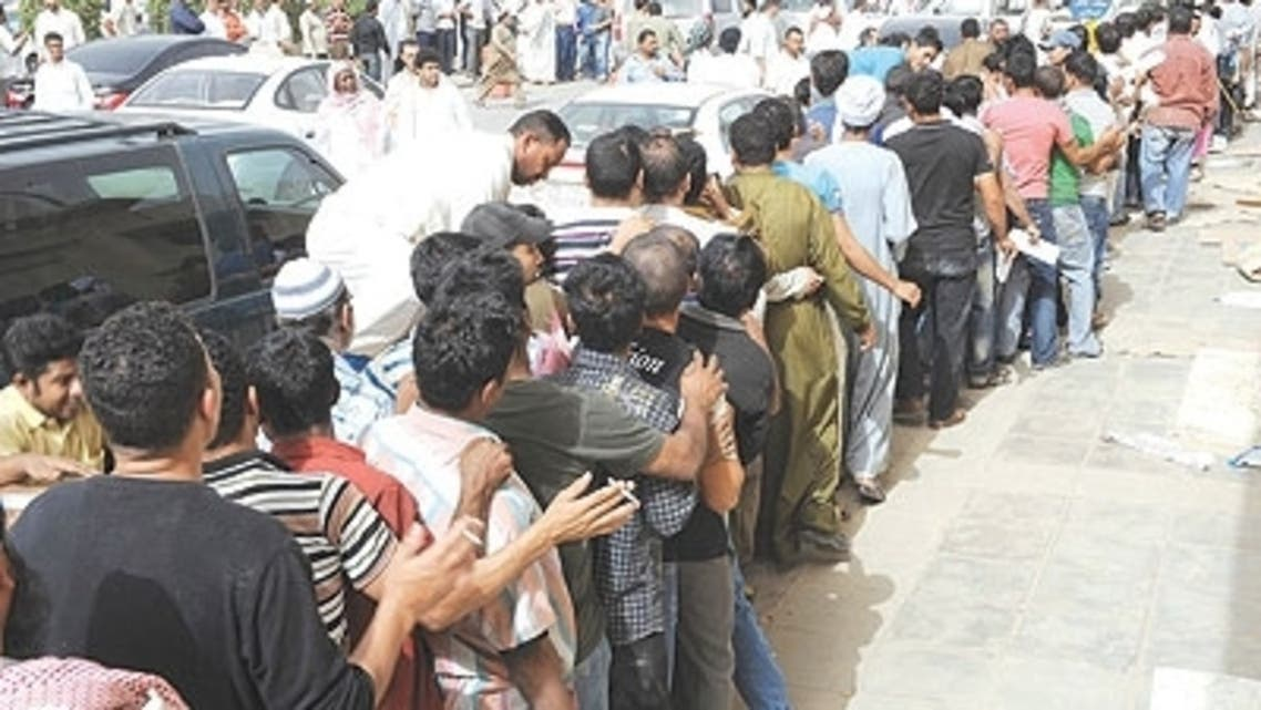 عمالة تصحيح أوضاعها أمام مكتب العمل في جدة