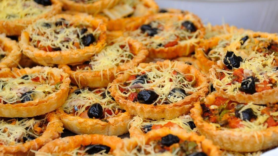 بيتزا مغربية تشد بألوانها ودسمها كثيرا من الصائمين