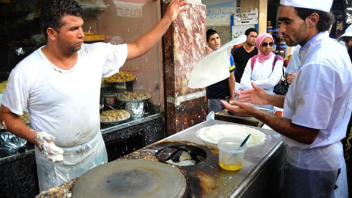 حركة صانع ماهر لما تسمى في المغرب بالورقة وهي التي تستعمل كأساس في المحاشي