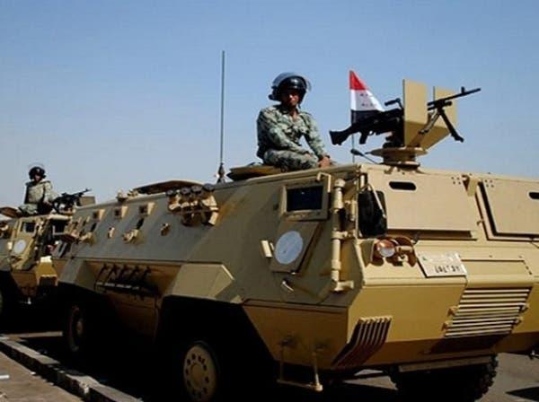الجيش المصري يعتقل قياديين ويتأهب لتطهير سيناء