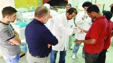 جهات رقابية توقف 75 وافداً عن العمل في الرياض