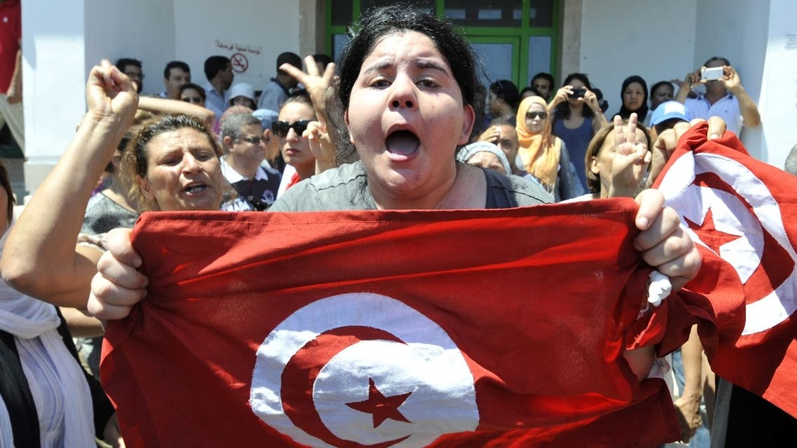 Belkaeis al-Brahimi, the daughter of Tunisian opposition politician Mohammad al-Brahimi, shouts outside a hospital after her father was killed on July 25, 2013. (AFP)