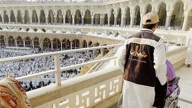 1500 شاب سعودي يتسابقون لضيافة المعتمرين بمكة والمدينة