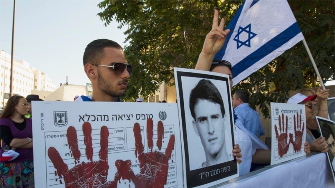 اسرائيليون يتظاهرون ضد اطلاق سراح فلسطينيين