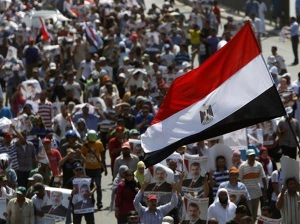 الإخوان يقيمون حواجز حول رابعة العدوية لمنع اقتحامه
