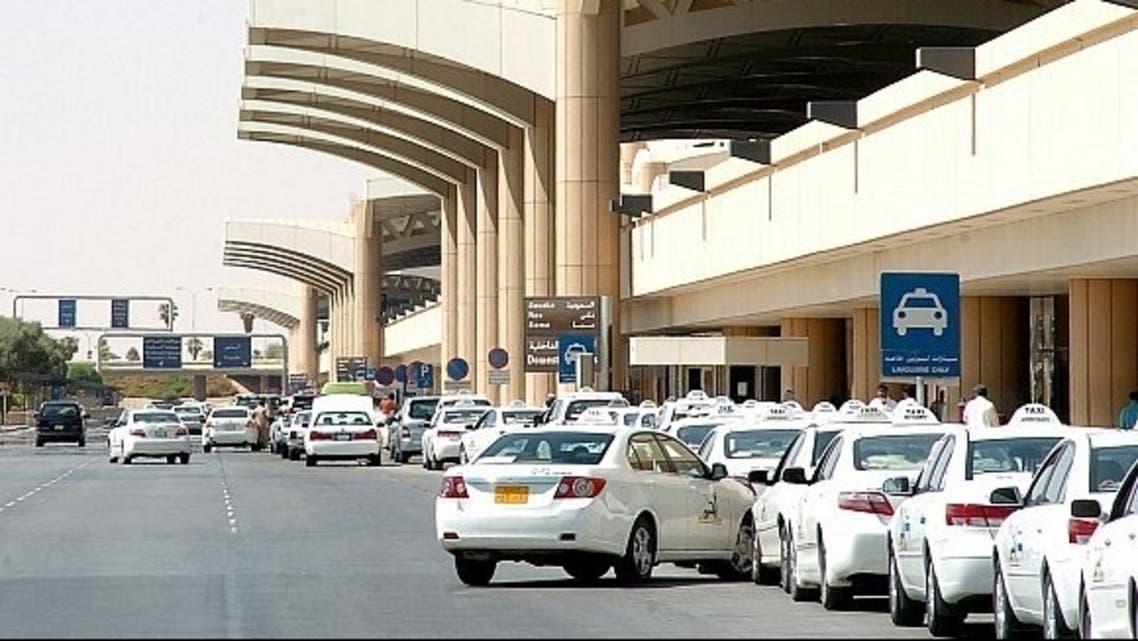 سيارات الأجرة بات إلزامياً في جدة
