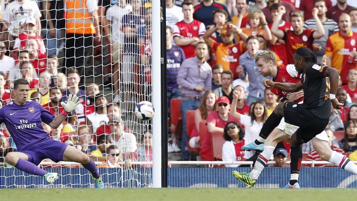 Galatasaray's Ivorian striker Didier Drogba (R) scores his winning goal during the pre-season friendly football match between Arsenal and Galatasaray at The Emirates Stadium in north London on August 4, 2013, the game is one of four matches played over two days for the Emirates Cup. (AFP)