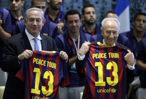 Israeli President Shimon Peres (R) and Israeli Prime Minister Benjamin Netanyahu (L) in Jerusalem on August 4, 2013 (Pool/AFP, Lior Mizrahi)