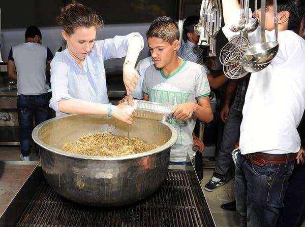 صور من زوجة الأسد لفقراء رمضان: عندنا كبسة.. عندنا فتوش