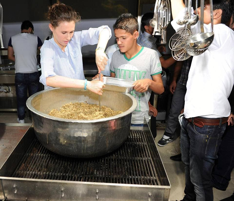 Syrian First Lady Asma al-Assad prepares a Ramadan meal for the poor on Saturday. (Photo courtesy: Syrian presidency's Facebook page)