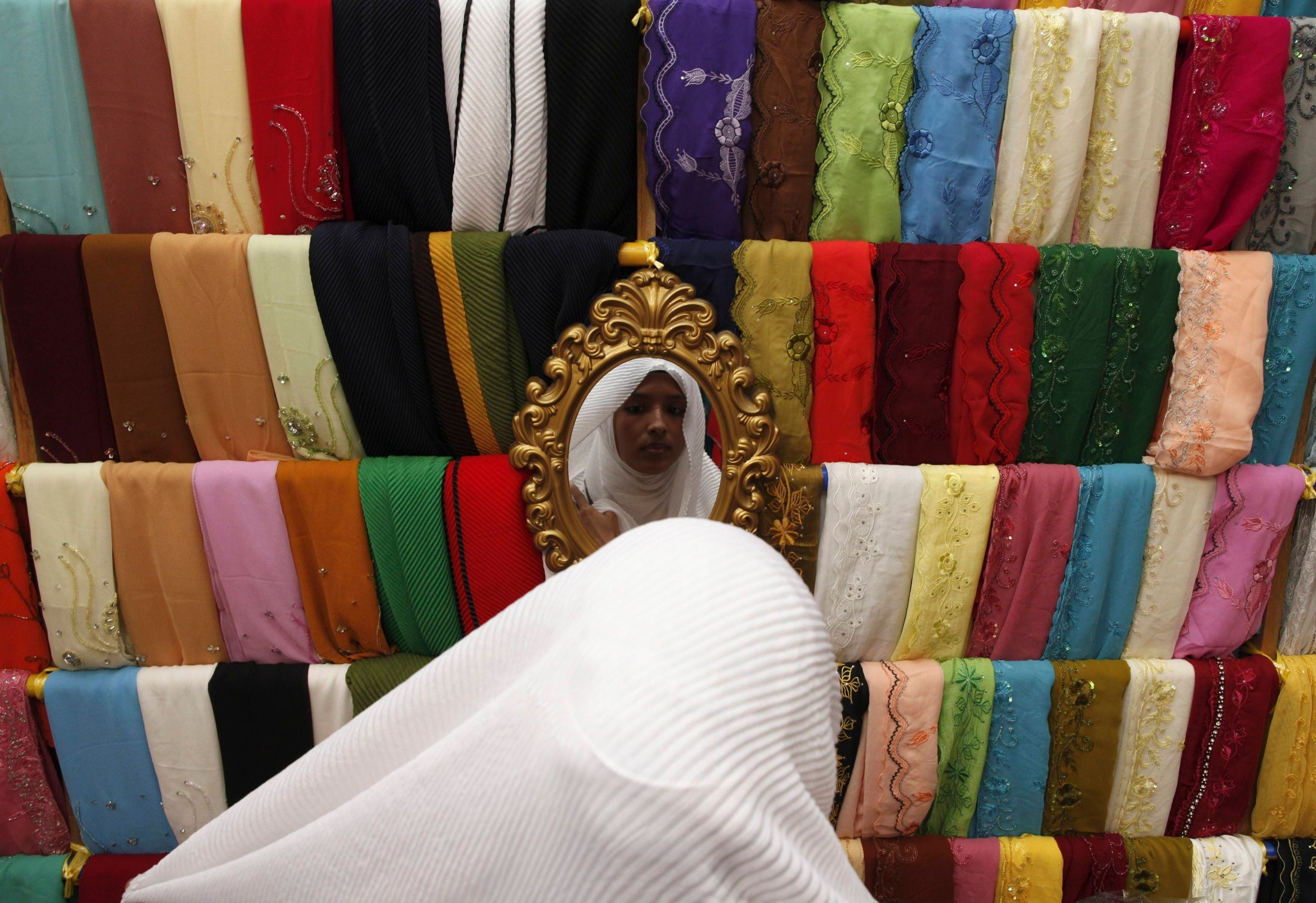 Muslims prepare for Eid al-Fitr