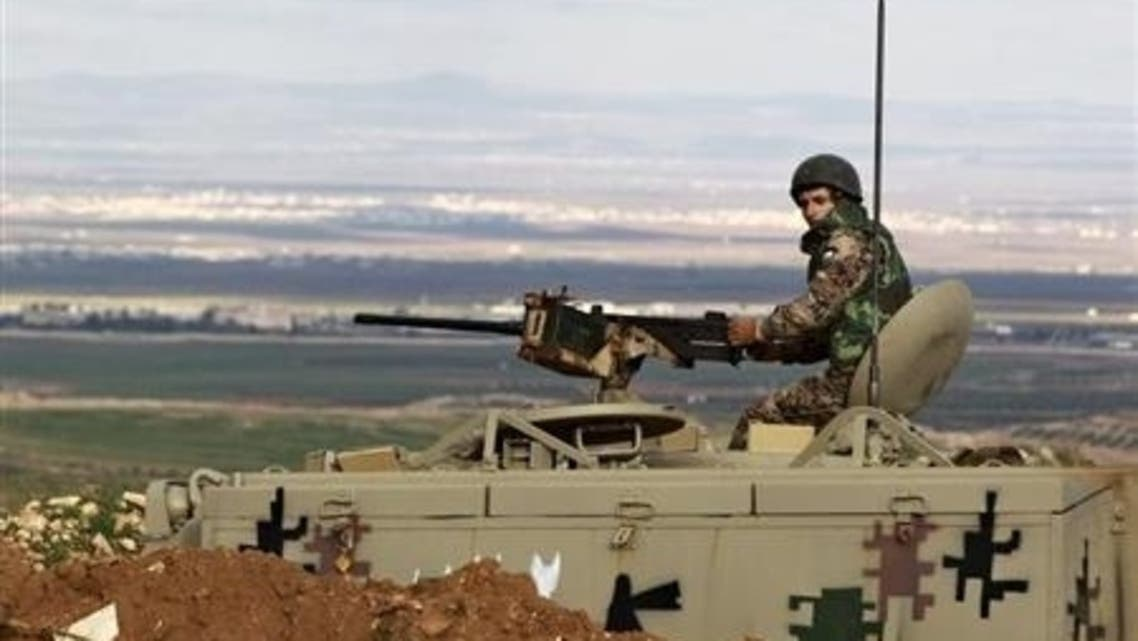 A Jordanian soldier stands guard in his tank at the Jordan-Syrian border near Mafraq, February 18, 2013. (File Photo: Reuters)