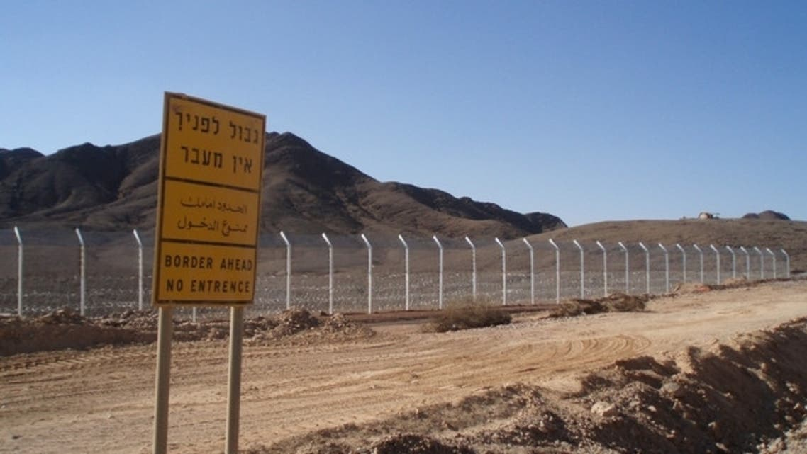 A new border fence in seen along the Israel-Egypt border 20 kms north of the Red Sea resort of Eilat. AFP)