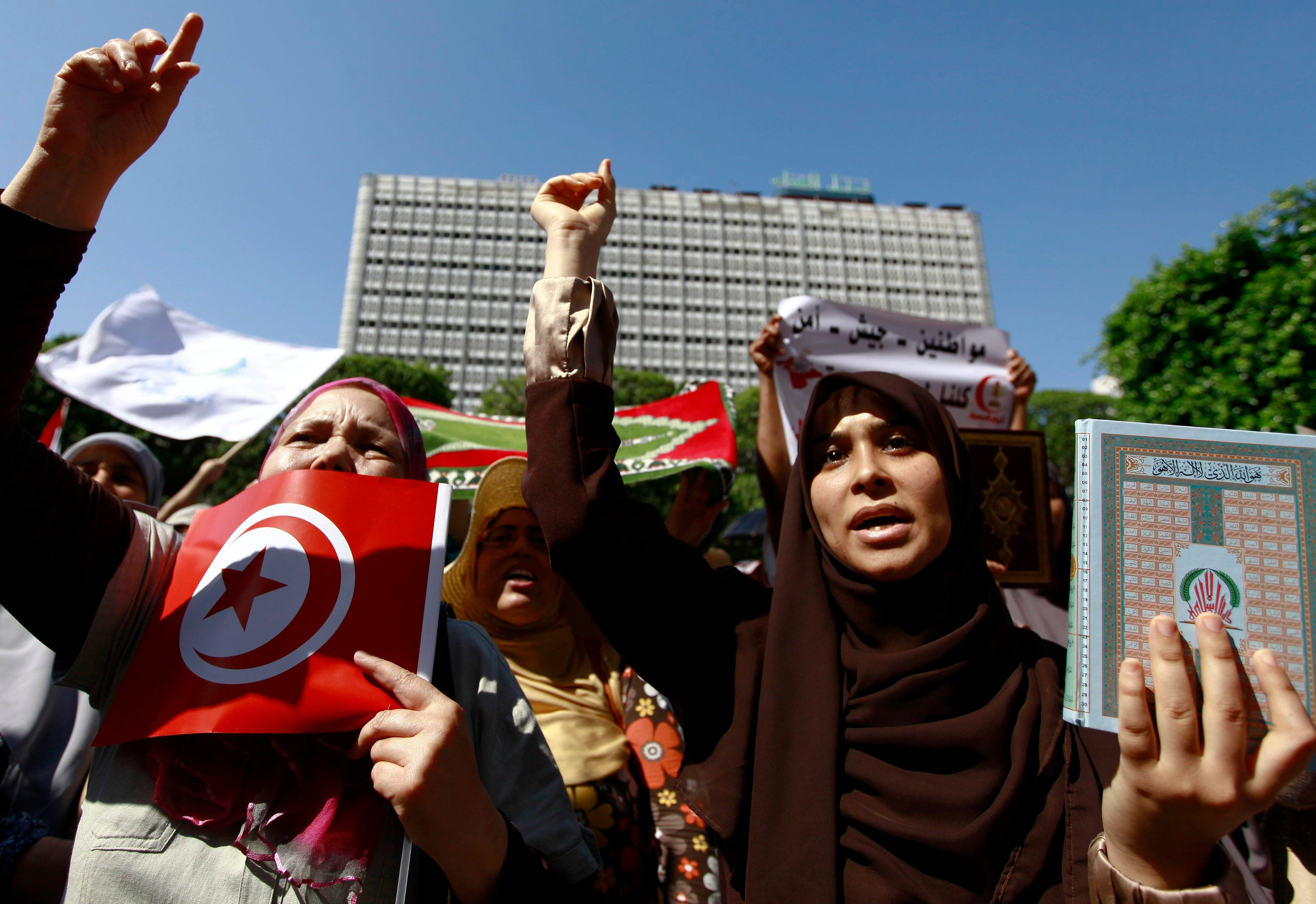 Women shout slogans and hold a copy of the Koran during a rally in support of Egypt's deposed Islamist President Mohamed Mursi, in Tunis August 16, 2013. (Reuters)