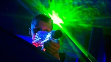 استخدام الأطفال لألعاب الليزر يضر بشبكية العين