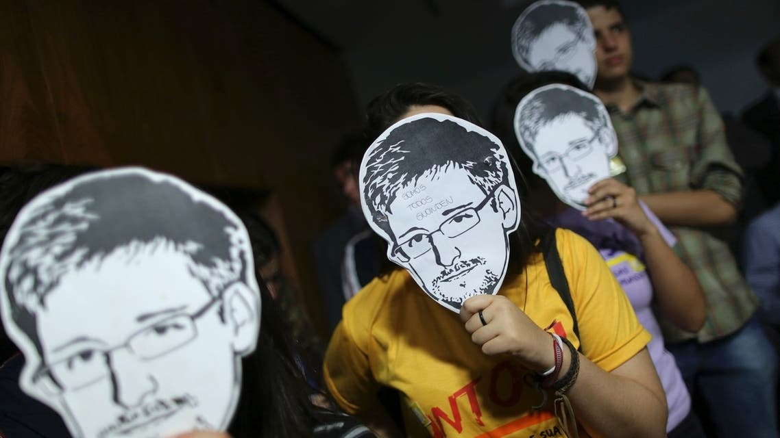 People hold pictures of former NSA contractor Edward Snowden during the testimonial in Brasilia of Glenn Greenwald, the journalist who first published the documents leaked by Snowden. (File photo: Reuters)