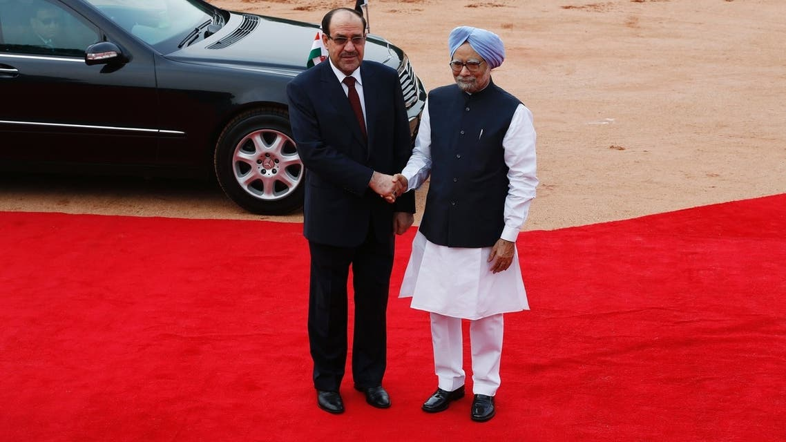Iraqi Prime Minister Nuri al-Maliki shakes hands with his Indian counterpart Manmohan Singh(R) reuters