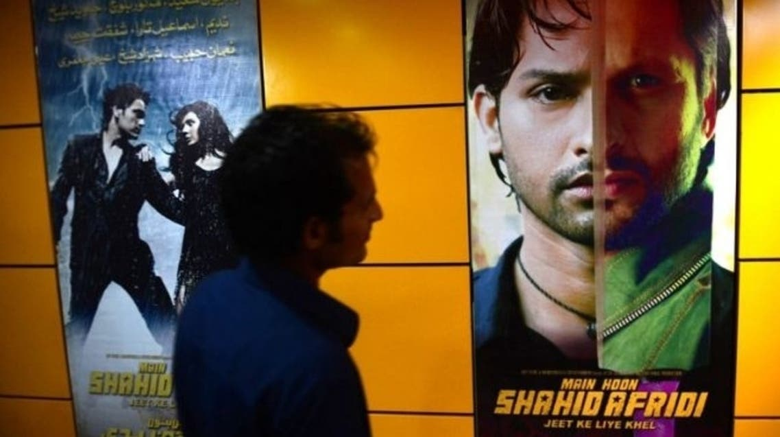 "A Pakistani customer looks at the poster of the film ""Main Houn Afridi"" (""I am Afridi"") at a cinema in Karachi on August 23, 2013. (AFP)"