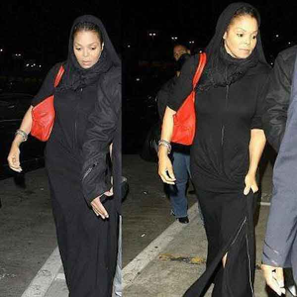 Earlier this year, Janet Jackson was spotted wearing an abaya in Qatar, amid rumors she had converted to Islam. (Photo courtesy: reviewit.pk)
