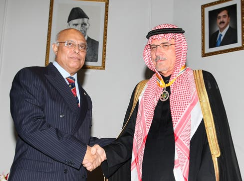 Almaeena, pictured here with Pakistan Ambassador Shahid Karimullah, was awarded the Pakistan Star of Excellence award for promoting Saudi-Pakistan relations. (Photo courtesy: Khaled Almaeena)