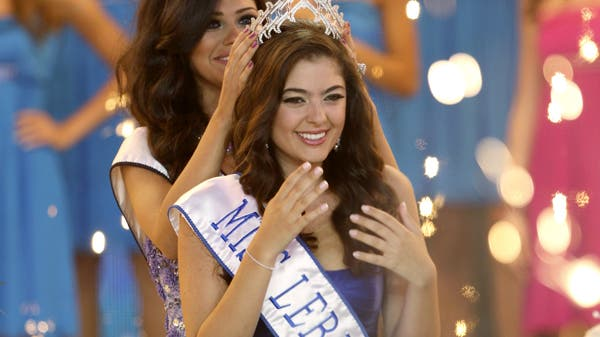 Martine Andraos is being crowned Miss Lebanon 2009 during a beauty pageant held at the studios of Lebanese television company LBC in Jouniyeh, north of Beirut June 26, 2009. (Reuters)