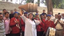 Egyptian belly dancer 'shakes it' outside U.S. embassy in Cairo