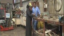 امرأة حديدية في العراق تصلح الآليات وتقود الشاحنات