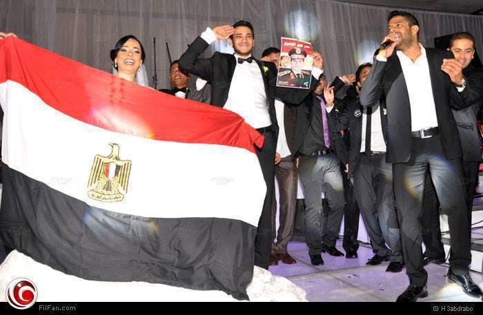 An Egyptian couple celebrate their wedding, saluting Sisi. (Photo courtesy: Facebook)