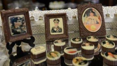 """مصريون يعربون عن تأييدهم للسيسي بقطع """"الشوكولاتة"""""""