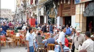 """التجار في مصر يهربون من """"التسعيرة"""" إلى السوق السوداء"""