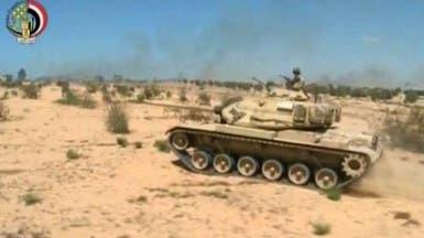 الجيش المصري يعرض مضبوطات تشير إلى تورط حماس في سيناء