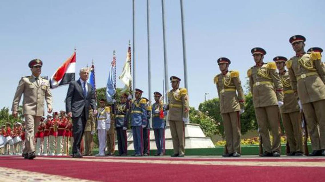 U.S. Defense Secretary Chuck Hagel (2nd L) walks with Egyptian Defence Minister General Abdel Fattah Sisi during an arrival ceremony at the Ministry of Defence in Cairo April 24, 2013.